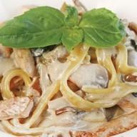 Фетучини с курицей и грибами Фото