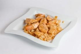 Рис с лососем в сливочном соусе - Фото