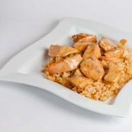 Рис с лососем в сливочном соусе Фото