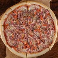 Пицца с ветчиной Фото