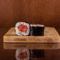 Ролл с тунцом и красным перцем Фото