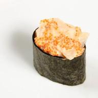 Суши спайси с морским гребешком и икрой Фото
