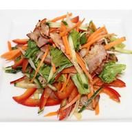 Салат дрессинг с беконом и овощами Фото