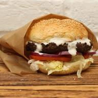 Домашний бургер с соусом Дор Блю Фото