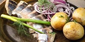 Селедочка с картофелем бэби и луком - Фото