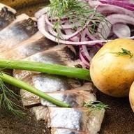 Селедочка с картофелем бэби и луком Фото