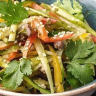 Салат с говядиной в азиатском стиле Фото