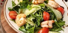 Салат с рукколой и креветками - Фото