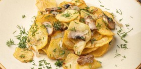 Картофель жареный с грибами - Фото