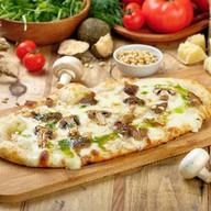 Пицца с белыми грибами (лодочка) Фото
