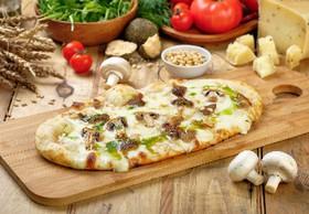 Пицца с белыми грибами (лодочка) - Фото