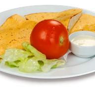 Кесадилья с сыром и помидором Фото