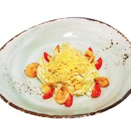 Салат с креветками и соусом А-ля кардини Фото