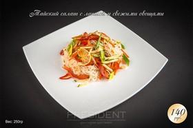 Тайский салат с лапшой и свежими - Фото