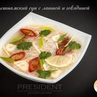 Вьетнамский суп с лапшой и говяди Фото
