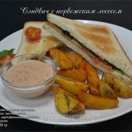 Сэндвич с норвежским лососем Фото