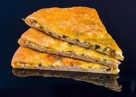 Осетинский с сыром и луком - Фото