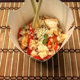 Рис с курицей в кисло-сладком соусе - Фото