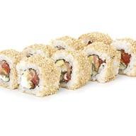 Ролл с лососем и салатом Фото