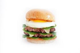 Двойной Бургер с говядиной и яйцом - Фото