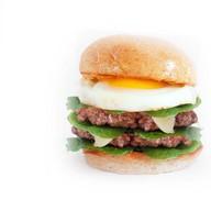 Двойной Бургер с говядиной и яйцом Фото