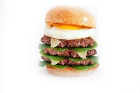 Тройной Бургер с говядиной и яйцом - Фото