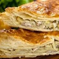 Слоеный пирог с курицей и картофелем Фото