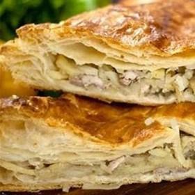 Слоеный пирог с курицей и картофелем - Фото