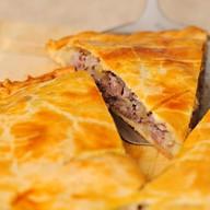 Слоеный пирог с мясом и картофелем Фото