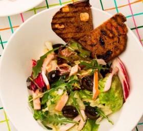 Салат с копченой курицей - Фото