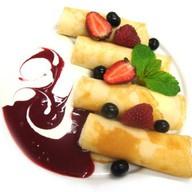 Блинчики с творогом и ягодами Фото