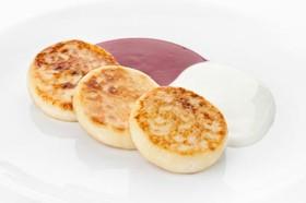 Сырники с малиновым соусом - Фото