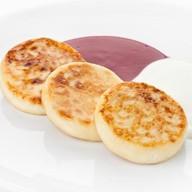Сырники с малиновым соусом Фото