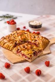 Пирог с малиной, творогом и розмарином - Фото