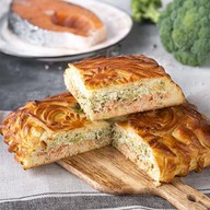 Пирог с кетой, брокколи, творожным сыром Фото