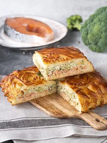 Пирог с кетой, брокколи, творожным сыром - Фото