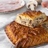 Пирог с индейкой, беконом и грибами Фото
