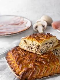 Пирог с индейкой, беконом и грибами - Фото