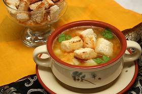 Сырный суп с чесночными гренками - Фото