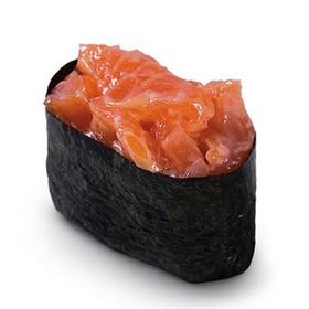 Гункан с лососем - Фото
