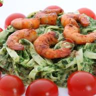 Креветки гриль в шпинатном соусе Фото