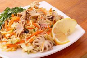 Салат с осьминожками - Фото