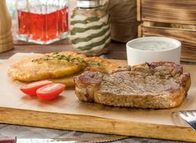 Корейка из свинины с соусом - Фото