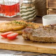 Корейка из свинины с соусом Фото