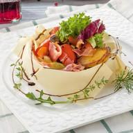 Теплый салат с беконом Фото