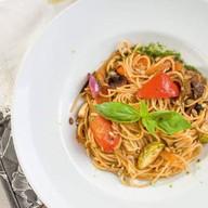 Спагетти с овощами и домашним песто Фото