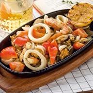 Сковорода с морепродуктами Фото
