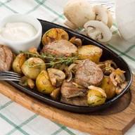 Свинина с картофелем и шампиньонами Фото