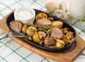 Свинина с картофелем и шампиньонами - Фото