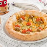 Пицца с мясными фрикадельками Фото